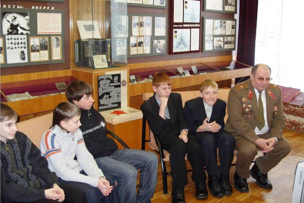 Встреча школьников с Горлатенко А.Ю. в зале Боевой Славы