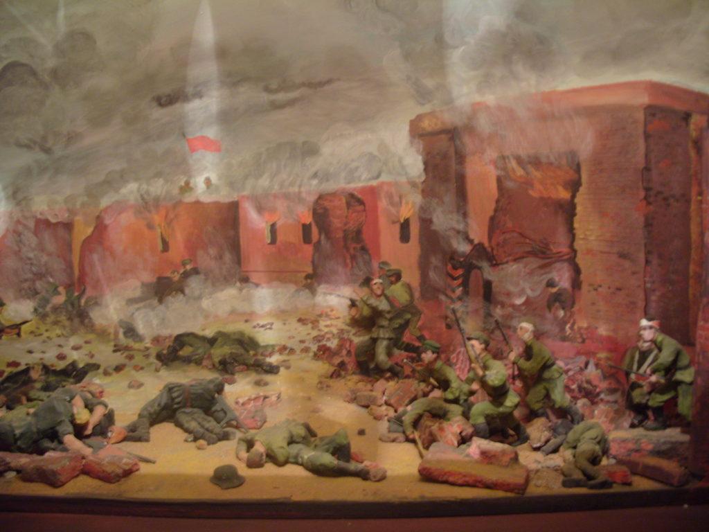 9) Защита Брестской крепости. Панорама